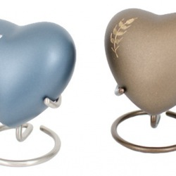 Keepsake hearts with stands